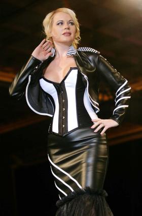 Hoss: Three-piece leather look.
