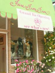 Faire Frou Frou: The front of the remodeled store.