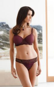 Alexandra T-shirt bra and panty from Amoena Mia.