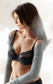 An Amoena Mia lingerie look.