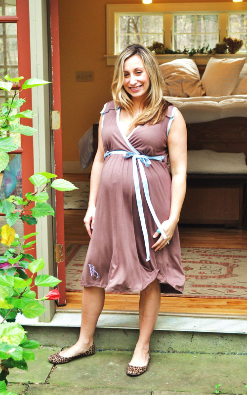 The Birthingown is suitable for pregnancy, delivery and maternity wear.