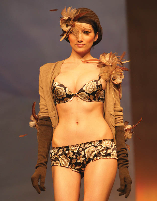 Margherita Mazzei: Black bra and brief with printed flowers, beige cardigan with gloves and beret.