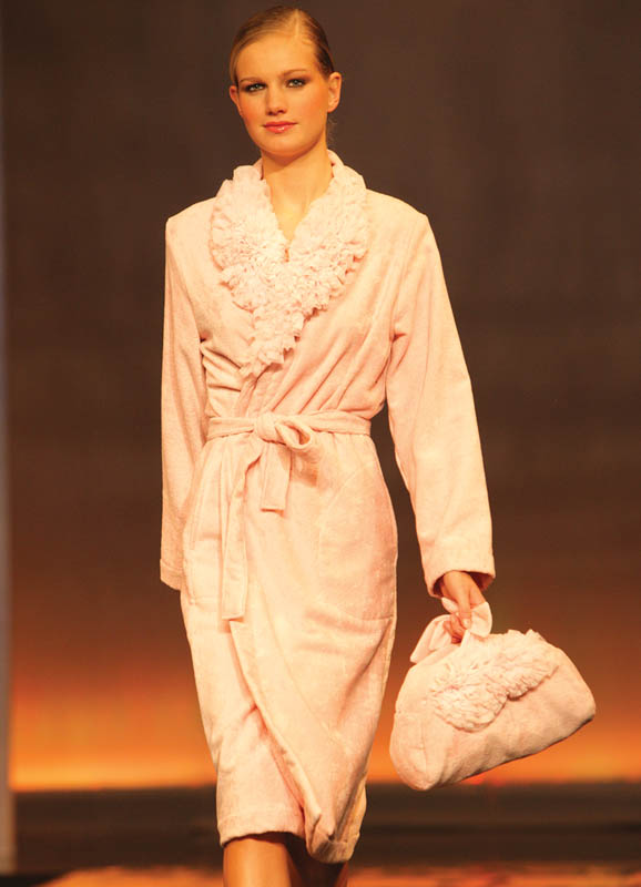 Luna di Giorno: Blush pink bathrobe with mule and matching bag.