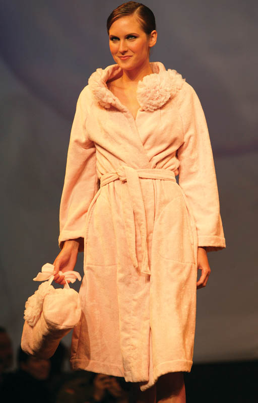 Lunda di Giorno: Blush pink bathrobe with turban and mule.