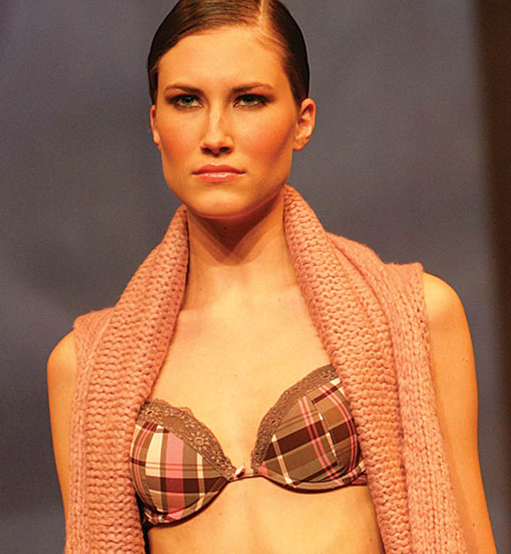 Hechter: Tanga and bra with pink/brown squared pattern.
