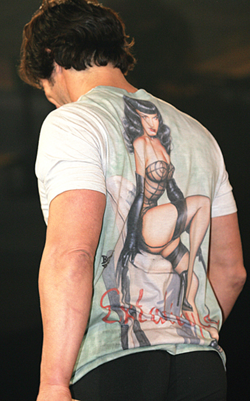 Shirley of Hollywood: Men's T-shirt in Olivia line.