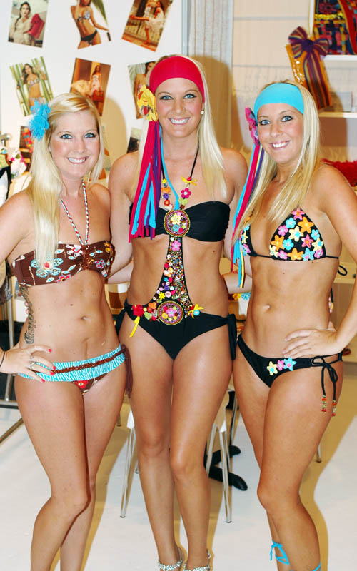 Models showing Maria del Carmen swimwear and Liliana Esquivia hair accessories.