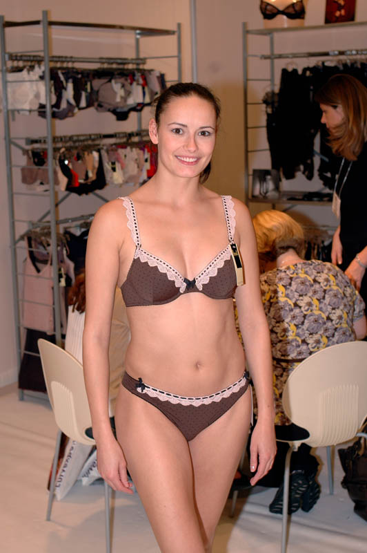 Huit model Jacqueline Beaulieu.