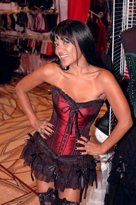 Burleska Couture model.