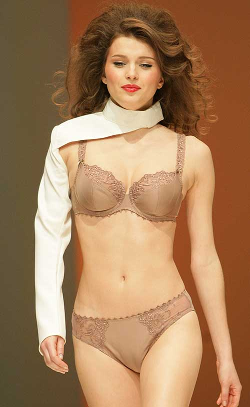 Anita: Rosa Faia bra and brief.