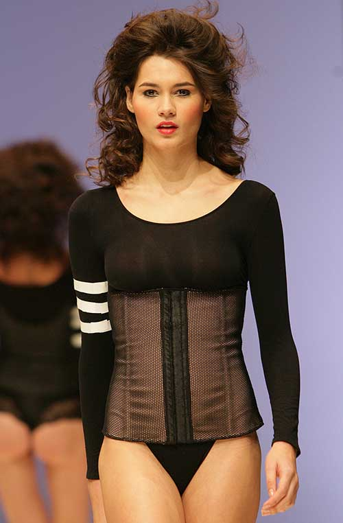 Esbelt Brazilian Bodywear: Black and nude shapewear waistbelt and bottom.