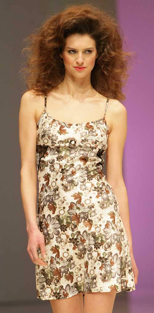 Jolie Princesse: Dress with flowers.