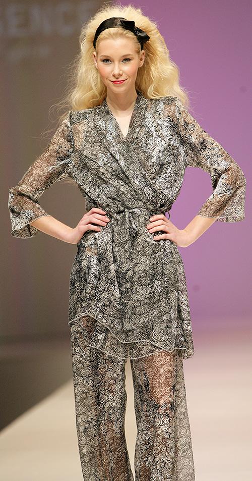 Regence: Printed gray kimono and pajamas.