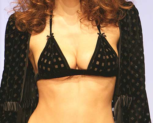 Harlett Luxury Lingerie: Black bra.