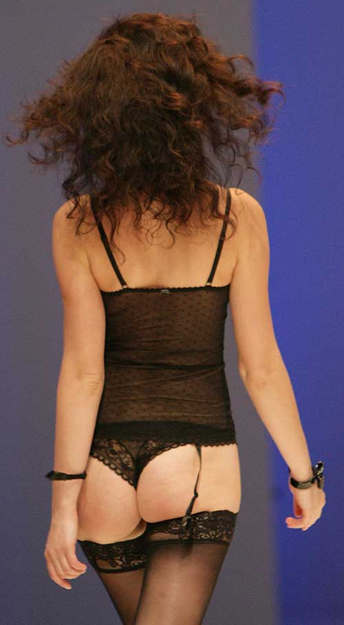 Passionata: Black basque and tanga.