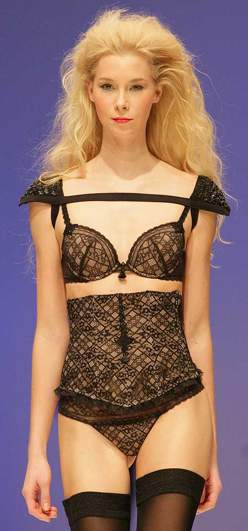 Simone Perele: Black and nude bra, waist belt and string.