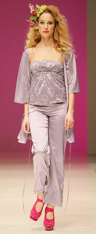 Jolie Princesse: Mauve pajamas and kimono.