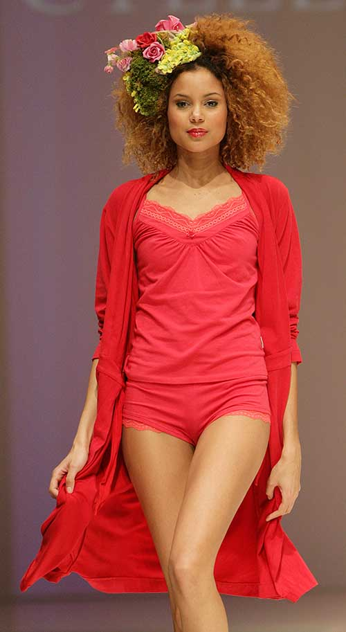 Cyell: Red wrap.