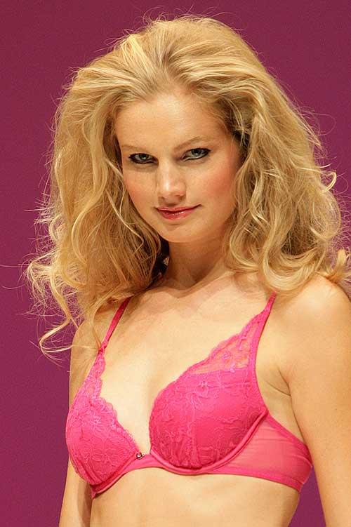 Chantelle: Pink bra.